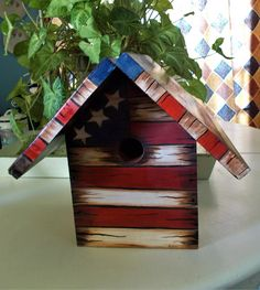 Americana Birdhouse Rustic Birdhouse Stars and Stripes Bird Houses Painted, Decorative Bird Houses, Bird Houses Diy, Painted Birdhouses, Homemade Bird Houses, Birdhouse Craft, Clay Flower Pots, Fourth Of July Decor, Diy Bird Feeder