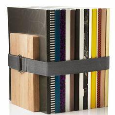 Tu Organizas.: Organize a casa com elstico Para prender livros na  prateleira.