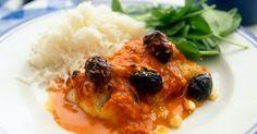 Maukas uunikala saa herkullisen lisäyksen kreikkalaisesta fetajuustosta.
