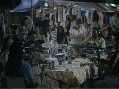 O Sambazar une roda de samba, feijoada e marcas independentes em Laranjeiras. O encontro mensal é gratuito e vai das 13h às 21h. Na sexta edição, 19 de outubro, o músico Leandro Vasques conta com a participação especial de João Martins para comandar a roda de samba.