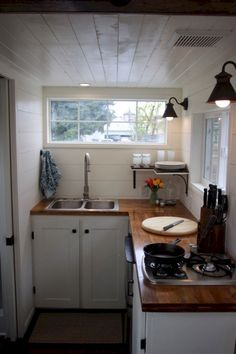 40 Creative Tiny House Kitchen Design And Storege Ideas #house #kitchendesign #kitchenstorageideas