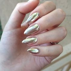 After Gel Top Coat These Chromenails Are Just As Shiny Ly Chromepowder Gold Mirrorsmirror Nailschampagneholographic