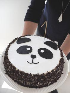 #viikko #sitten  Reilu viikko sitten lauantaina meillä vietettiin 1-vuotiaan synttäreitä panda-teemalla. Talo oli täynnä sukulaisia, ystäviä ja ennen ... Cupcakes, Cupcake Cakes, Panda Birthday Cake, Bolo Panda, Panda Cakes, Decoration Patisserie, Panda Party, Cake Shapes, Food Cakes