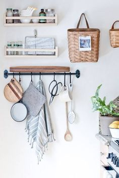 kitchen storage Frustrated with your tiny kitchen? These tips can help you learn to love your small space! There's something special about compact kitchens, especially because they use less energy. For more on tiny kitchen organization, head to Domino! Sweet Home, New Kitchen, Kitchen Decor, Kitchen Styling, Kitchen Ideas, Country Kitchen, Kitchen Small, Quirky Kitchen, Compact Kitchen