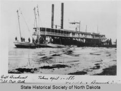 Steamboat Eclipse loading passengers in Bismarck, North Dakota 1881 Steamboats, Historical Pictures, North Dakota, Sailing Ships, New England, Montana, Utah, Construction, Peace