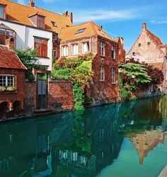 The Cheapest Cities In Europe-Bruges, Belgium Places Around The World, Oh The Places You'll Go, Travel Around The World, Places To Travel, Places To Visit, Paris, Comer See, Cities In Europe, Romantic Places