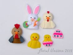 This listing is only for purchase of PDF patterns of the finger puppets featured in the picture. No actual finger puppets will be sent to your Baby Sewing Projects, Diy Craft Projects, Baby Crafts, Felt Crafts, Finger Puppet Patterns, Felt Finger Puppets, Felt Patterns, Pdf Patterns, Felt Quiet Books