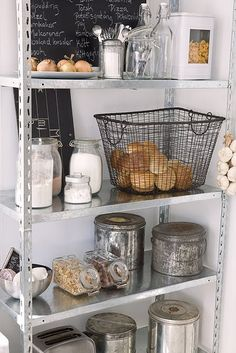 Vintage Industrial Decor - If you wish to get a vintage industrial kitchen design we will help you! Get inspired! Industrial Kitchen Design, Vintage Industrial Decor, Modern Industrial, Industrial Shelves, Industrial Kitchens, Modern Country Kitchens, Home Kitchens, Kitchen Modern, Kitchen Shelves