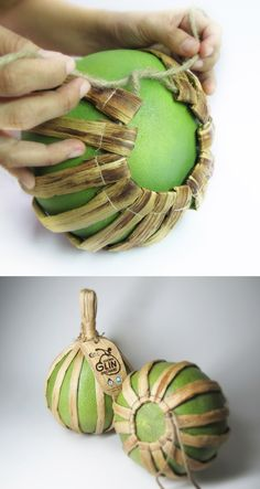 Pomelo Sustainable Packaging: Only natural fibers. A wonderful idea for other fruits or vegetables to be bunched together in what comes from nature, rather than man-made plastic packaging.Thai Pomelo Sustainable Packaging: Only natural fibers. Organic Packaging, Japanese Packaging, Fruit Packaging, Cool Packaging, Food Packaging Design, Plastic Packaging, Packaging Design Inspiration, Brand Packaging, Gift Packaging