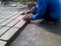 Cara tradisional membuat batu bata merah