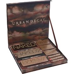 On my wish list this year, its such a well rounded and beautiful gift set ♡♥♡ URBAN DECAY VAULT All Things Beauty, Beauty Make Up, Hair Beauty, Love Makeup, Makeup Tips, Makeup Products, Makeup Ideas, Makeup Tutorials, Makeup Termékek