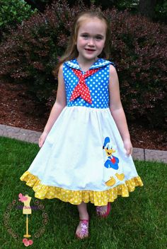 Donald Duck Dress!  I would so wear this!!  Even at my age.