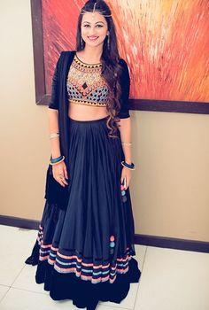 Indian wedding look #lehenga #navyblue #indianlook #indianwear #indianweddings #lookbook