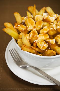 This may just be the authentic gravy for poutine! Recette de sauce à poutine… Poutine Recipe, Poutine Gravy Recipe Quebec, Canadian Dishes, Canadian Food, Great Recipes, Snack Recipes, Cooking Recipes, Snacks, Gastronomia