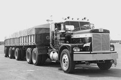 A very late model REO which is almost identical to the Diamond Reo that would replace it in the line. Shot by Neil Sherff. Note the REO emblem where the Diamond would later appear. Show Trucks, Big Rig Trucks, Pickup Trucks, Classic Tractor, Classic Trucks, Volvo, White Tractor, Michigan, Train Truck