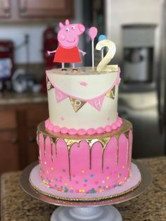 peppa pig Pitch a new birthday party that's very Tortas Peppa Pig, Bolo Da Peppa Pig, Peppa Pig Birthday Cake, Peppa Pig Cakes, 3rd Birthday Parties, Birthday Party Decorations, 4th Birthday, Birthday Ideas, Peppa Pig Party Supplies