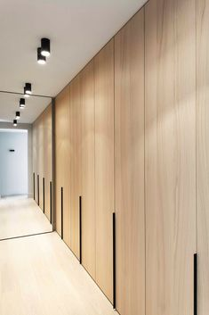closet wall in bedroom 2 and floor hallway Dutch practice Juma architects has recently transformed a typical 1976 bungalow into a contemporary villa in Belgium. Wardrobe Doors, Closet Doors, Interior Architecture, Interior And Exterior, Interior Design, Interior Modern, Interior Paint, Dressing Design, Bedroom Cupboards