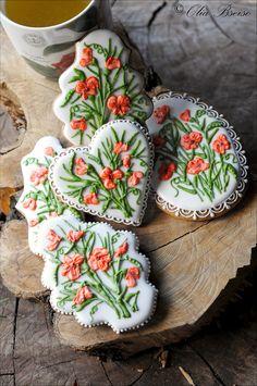 Decorated cookies featuring Middle-Eastern Wild Climbing Pea, also known as Tawny pea or Yellow wild pea... #gingerbread #cookieart #cookies #cookiedecorating #edibleart #ручнаяработа #имбирныепряники #имбирноепеченье #Jordan #Amman #Spring #floral #wildflowers #botanical #الأردن #حب_الأردن #عمان #الربيع #ورد_بري #بازيلاء