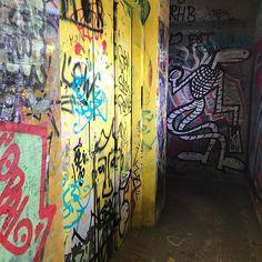 Es lauert. #aroundthecorner #streetart #teufelsberg #grunewald #berlin #berlinstreetart #streetarteverywhere #streetartberlin #graffiti #graffitiart #graffitiporn #berlingram #berlingraffiti #graffitiberlin #monster #alien