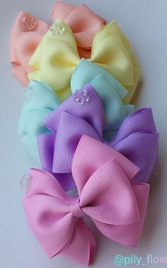 Discover thousands of images about Cute bows Big Hair Bows, Ribbon Hair Bows, Making Hair Bows, Bow Hair Clips, Ribbon Flower, Fabric Flowers, Hair Bow Tutorial, Headband Tutorial, Flower Tutorial