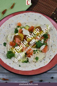 FALAFEL WRAP - DER LIBANESISCHE KLASSIKER AUS DEM BACKOFEN Knusprige Falafel mit knackigem Salat und einer cremigen Tahinisauce sind eine Traumkombi. Dieser libanesische Klassiker aus dem Backofen ist vegan und glutenfrei möglich. Unter dem Rezept für den Falafel Wrap findest du Hinweise zum Frittieren oder für die Zubereitung im Air Fryer. #FalafelWrap #Wrapsrezepte #veganeRezepte #glutenfreieRezepte #vegetarischesEssen #AirFryerRezepte #gesundeRezepte #FalafelBackofen #libanesischeRezepte Falafel Wrap, Wraps, Rice, Burger, Chili, Clean Eating, Snacks, Gluten Free Recipes, Healthy Recipes