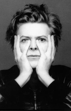 Hoy 8 de Enero de cumpleaños #DavidBowie, cantante, compositor y actor británico.