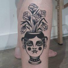 Traditional Black Tattoo, Traditional Tattoo Flowers, E Tattoo, Back Tattoo, Cool Chest Tattoos, Rion, Tatuagem Old School, Classic Tattoo, Tattoo Stencils