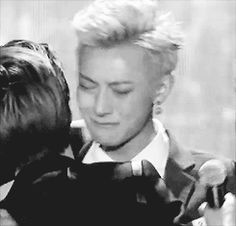 Melon Music Awards 2013 : Chanyeol hugging Tao