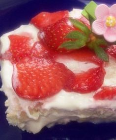 Quick juicy strawberry cake