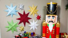 Ken Wingard is adding some extra decor to your room with this glittery DIY. Home And Family Crafts, Home And Family Hallmark, Crafts For Kids, Arts And Crafts, Paper Crafts, Diy Crafts, Family Holiday, Paper Art, Hanging Stars