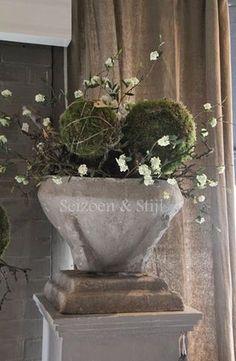 Nieuw en stoer….   Seizoen & Stijl   Bloglovin' Deco Floral, Arte Floral, Rustic Chic, Modern Rustic, Vases, Nature Decor, Wabi Sabi, Ikebana, Beautiful Interiors