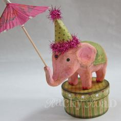 Would be cute on Allory's circus tree! Pink Circus Elephant On Trinket Box, With Party Hat and Umbrella Paper Mache Clay, Paper Mache Crafts, Clay Crafts, Elephant Love, Elephant Art, Elephant Illustration, Paperclay, Artist Trading Cards, Trinket Boxes