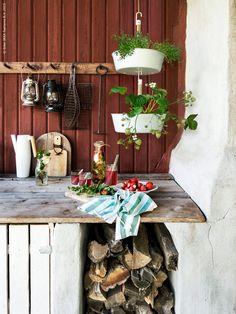 My work for IKEA Livet hemma (styling & photo) pt: 28 – Svävande smak av sommar! Ikea Plants, Ikea Outdoor, Ikea Inspiration, Red Cottage, Wooden House, Permaculture, Country Life, Ladder Decor, Garden