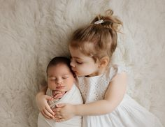 newborn Boy with toddler big sister kissing his forehead in Nj photography studio siblingphotos Twin Toddler Photography, Sister Photography, Newborn Baby Photography, Newborn Photographer, Photography Outfits, Indoor Photography, Children Photography, Family Photographer, Photography Poses