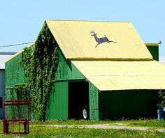 John Deere green barn