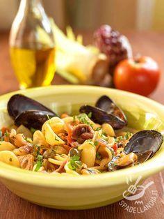 Procuratevi ingredienti freschissimi e il successo delle Orecchiette con cozze capperi e acciughe è garantito! Un piatto tipico della tradizione pugliese.
