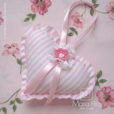 Carinho... | by Maria Fita - feito a mão Valentine Decorations, Valentine Crafts, Manualidades Shabby Chic, Crafts To Make, Arts And Crafts, Sewing Crafts, Sewing Projects, Shabby Chic Hearts, Fabric Hearts