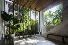 NISHIZAWAARCHITECTS, a vietnamese studio led by japanese architect shunri nishizawa, has completed a multi-storey row house in ho chi minh city. Tropical Architecture, Interior Architecture, Interior And Exterior, Interior Design, Estilo Tropical, Tropical Vibes, Tropical Houses, Design Case, Cool Plants