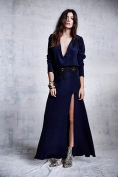 Elegance with a hint of skin with a deep plunge and open slit. What To Wear Today, Who What Wear, How To Wear, Yes To The Dress, Dress Up, Urban Outfits, Fashion Outfits, Everyday Dresses, Urban Chic