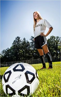 Michigan High School Senior Photography Cool soccer senior pictures in Rochester, Michigan. (Cool Photography Angles)Cool soccer senior pictures in Rochester, Michigan. Soccer Poses, Soccer Senior Pictures, Soccer Team Photos, Team Pictures, Sports Pictures, Girl Pictures, Soccer Stats, Theme Sport, Girls Soccer