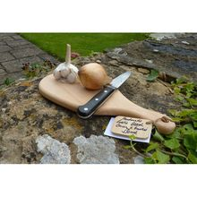 Attractive and compact board made from a single piece of carefully selected wood. Garden Trowel, Garden Tools, Wood Chopping Board, Kitchenware, Tableware, Bread Board, Tapas, Artisan, Boards