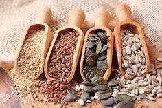 In verschiedenen Farben, Formen und Größen gibt es Samen und Kerne zu kaufen. Sie zählen längst nicht mehr nur zum Vogelfutter, denn immer mehr Menschen wissen, wie gesund es ist, diese auf den täglichen Speiseplan zu setzen, deswegen ist man ja auch, wenn man sich wohl fühlt und nicht krank ist, KERNgesund. Samen und Kerne … Weiterlesen »