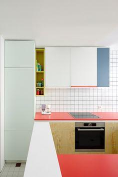 Kitchen Interior Design Trend Spotting: Colorblocking in the Kitchen Deco Design, Küchen Design, Design Ideas, Design Trends, Design Color, Home Design, New Kitchen, Kitchen Decor, Awesome Kitchen