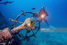 Foto de stock : Scuba diver exploring shipwreck, Adriatic Sea, Dalmatia, Croatia