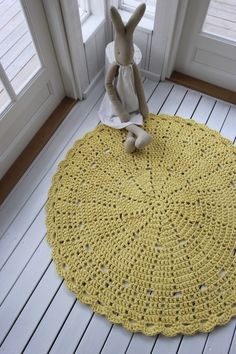 Virkattu 130cm keltainen matto