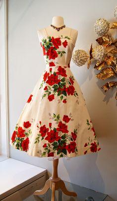vintage dress / 1950s American Beauty rose print dress at Xtabay.