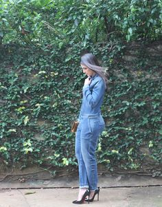 Blog Caca Dorceles. 2015. Meu Look: Macacão Jeans. Zara denim jumpsuit + Christian Louboutin scarpin + Saint Laurent Paris bag.