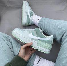 Tenis Nike Air, Nike Air Shoes, Nike Tennis Shoes, Nike Air Force, Moda Sneakers, Nike Women Sneakers, Women's Sneakers, Air Force Sneakers, Jordan Shoes Girls