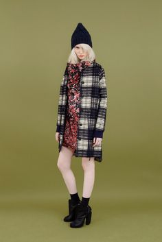 Cacharel Pre-Fall 2011.  Look 16.