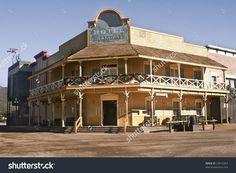 20 fantastiche immagini su saloon western saloon style for Tomaselli armadi